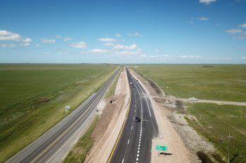 La Ruta 11 ya tiene doble mano entre Tordillo y La Costa. Este fin de semana largo se espera que sea muy transitada.