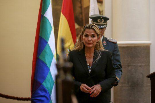 Detienen a la expresidenta de facto de Bolivia Jeanine Áñez