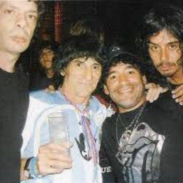 Diego Maradona junto a Ronnie Wood