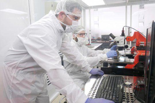 Crean un medidor de parámetros respiratorios para el monitoreo de ventilación mecánica (Foto: UNSAM)