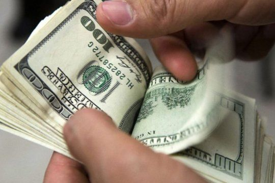 incontrolable: el dolar trepo 80 centavos y ya opera por encima de los 42 pesos