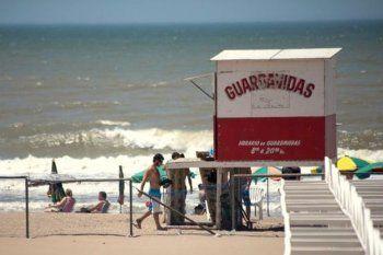 Los guardavidas de Villa Gesell temen que no pueda cumplirse el protocolo en las playas