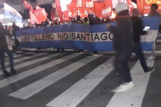 ahora: tras la represion, los trabajadores de astillero vuelven a marchar en la plata