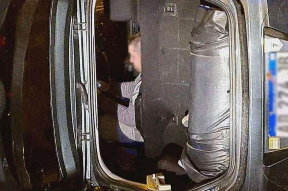 El conductor se negaba a salir del vehículo (Foto: Twitter ANSV)