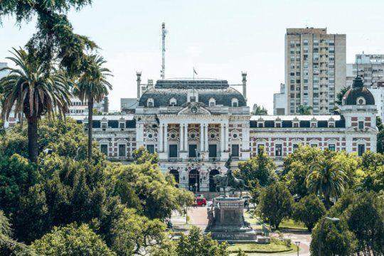 la provincia distribuira 4 mil millones a los municipios, que piden mas del doble para no quedar en rojo