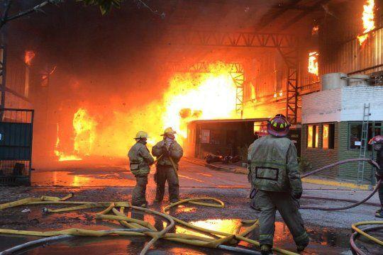 Gran incendio en una papelera en Don Torcuato. Imágen: Javier Díaz