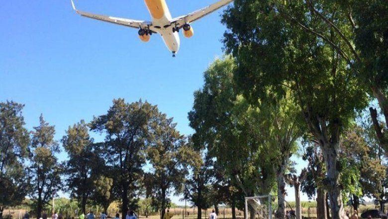 Tras un pedido a la justicia, Flybondi podría quedarse sin licencia ni aeropuerto en El Palomar