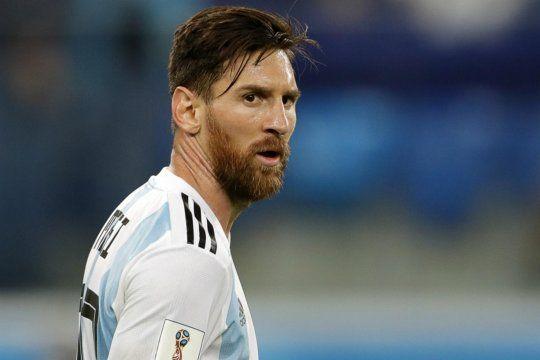 Las donaciones de Messi no pueden gambetear la burocracia y los respiradores siguen en el aeropuerto hace casi 10 meses.
