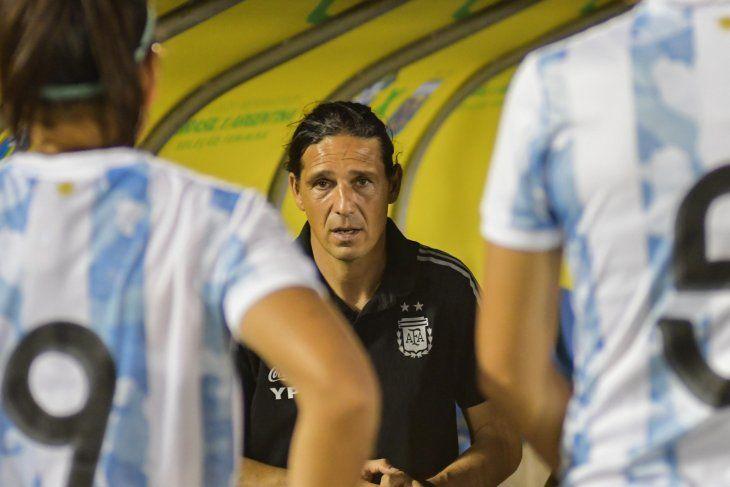Portanova dirigió sus dos primeros partidos en la Selección Argentina de fútbol femenino.