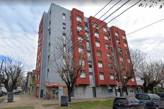 Un chico cayó al vacío desde un edificio en La Plata imientras grababa un video para TikTok