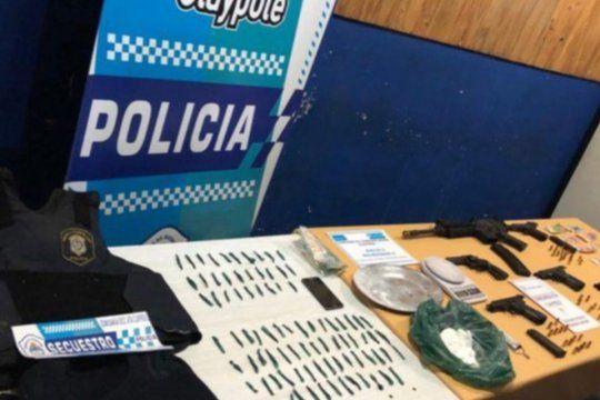 La Policía secuestró cocaína, armas y dinero en la casa usurpada