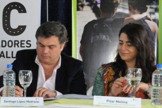 El ministro Santiago López Medrano acompañado por la directora del OPNyA, Pilar Molina