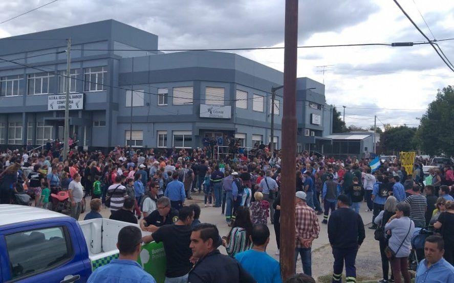 Histórico: una multitud se reunió para apoyar a los trabajadores despedidos de Loma Negra
