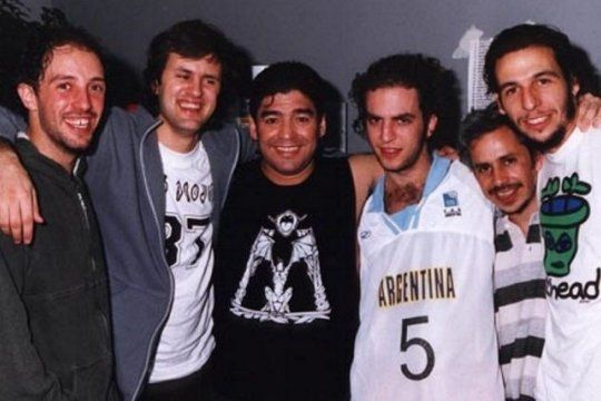 Los Piojos junto a Maradona