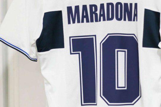 Ciudad de Dios: Un grupo de socios de Gimnasia propone retirar la 10 en honor a Maradona.
