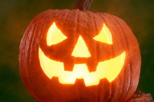 la rae develo como deberiamos nombrar la noche de halloween los hispanohablantes