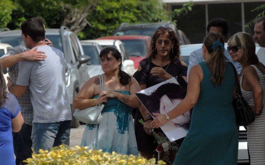 Emotiva despedida de Gisella Solís en un cementerio privado de Berazategui