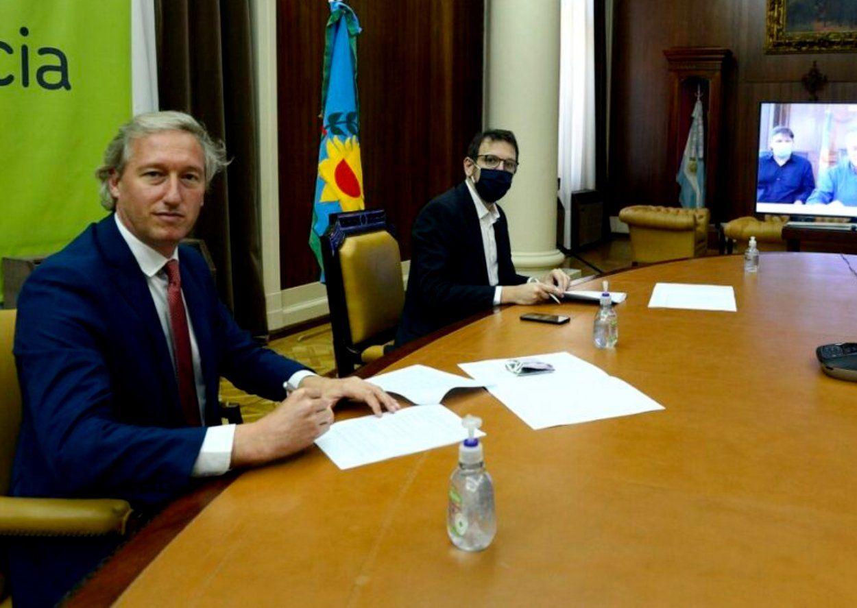 Alejandro Formento (izquierda) fue oficializado como director del Banco Provincia