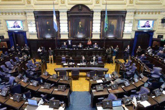 juntos lleva la discusion sobre los viajes de egresados a la legislatura