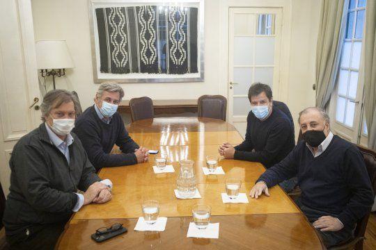 El presidente de la Sociedad Rural, Nicolás Pino, recibió al precandidato a Diputado Nacional por el radicalismo, Facundo Manes.