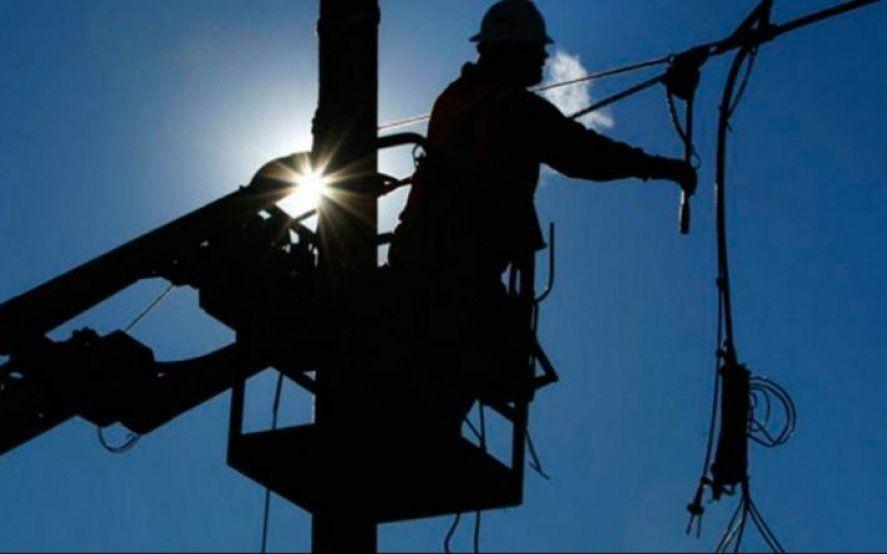 Tras el masivo apagón, en la Provincia unos 10 mil usuarios siguen sin luz