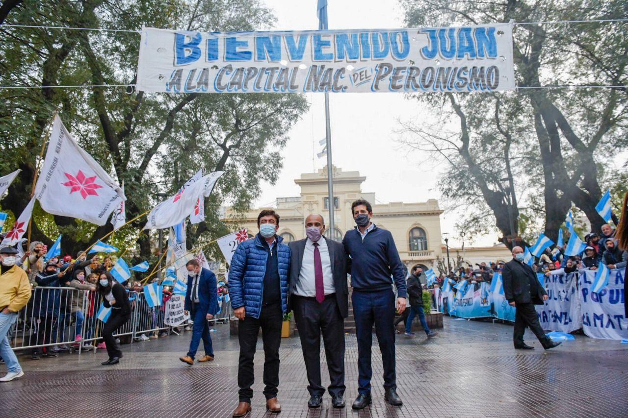 Fernando Espinoza recibió en La Matanza a Juan Manzur y Wado De Pedro.