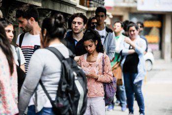 La desocupación bajó al 9,6% en el segundo trimestre del año