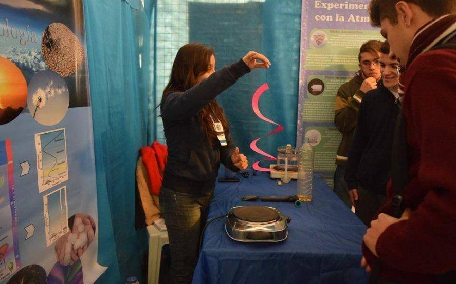 En una nueva edición de la Semana de la Tierra, el Planetario de La Plata se llena de juegos y experimentos