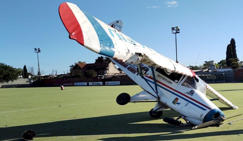 milagro en burzaco: una avioneta cayo en una cancha de hockey
