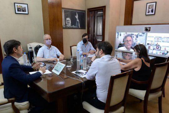 Kicillof se apoyó en intendentes opositores para defender la campaña de vacunación