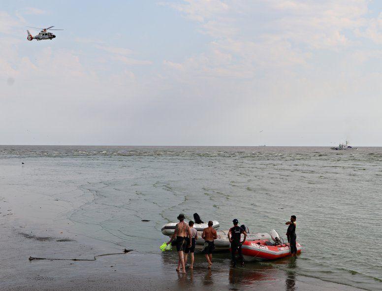 Punta Lara: buscan a un prefecto en el río y rescataron a otros dos