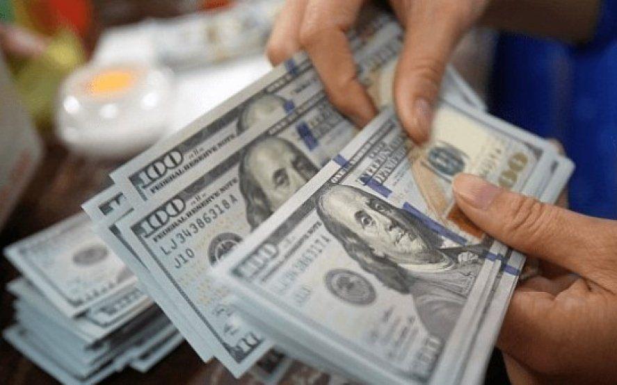 El dólar operó por encima de los 44 pesos y subió por tercer día consecutivo