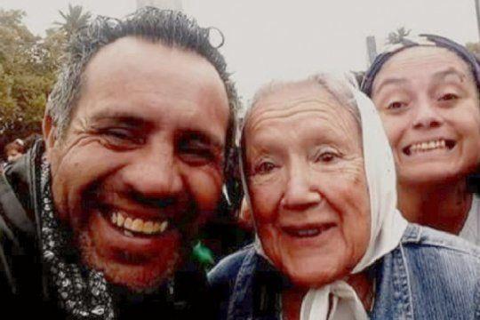 un hombre lleva mas de una semana detenido por hacer una escultura de santiago maldonado