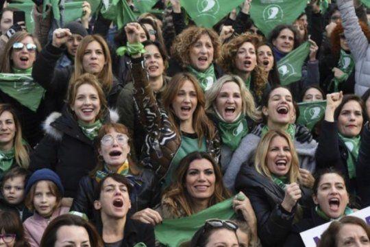 ?la clandestinidad no se festeja?: el mensaje de actrices argentinas a un ano de que el senado nego el aborto legal