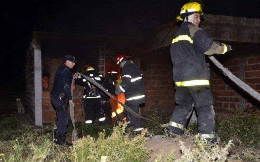 Incendio en una casa tomada en Punta Alta: por una vela murieron dos hermanos de 12 y 14 años