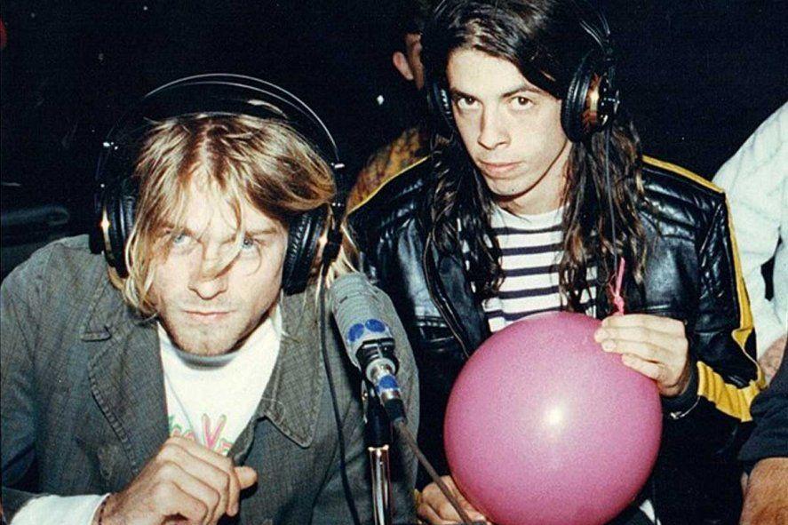 Kurt Cobain y Dave Grohl, voz y bateria en Nirvana.