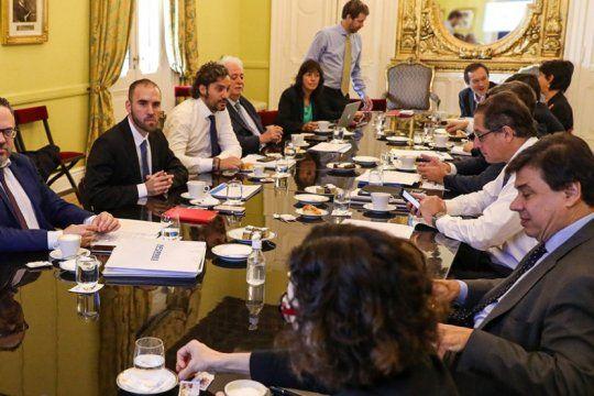 el gabinete economico se reune para definir el pago del aguinaldo a estatales en cuotas y readecuacion del atp