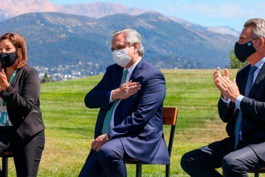 Mano en el corazón y discurso anti grieta. Alberto Fernández en Bariloche.