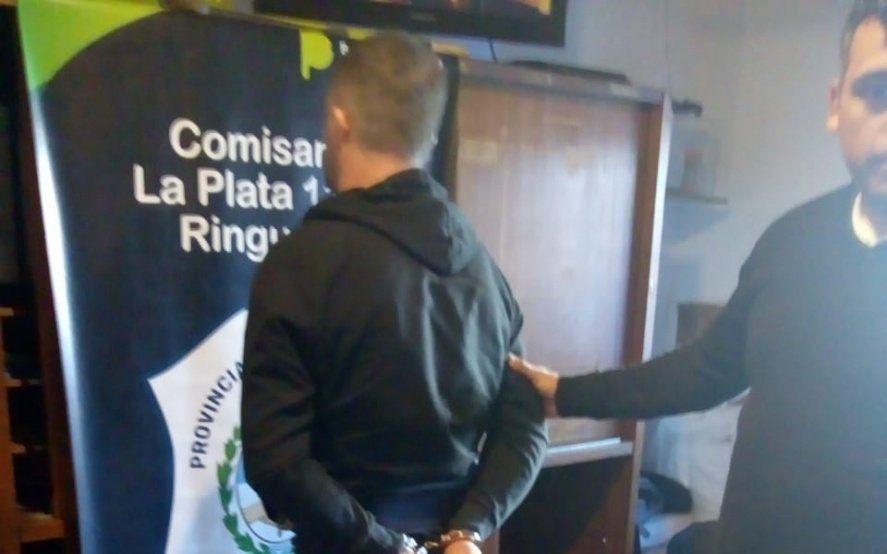 Cayó un techista en La Plata acusado de estafar a cinco clientes luego de una celada policial