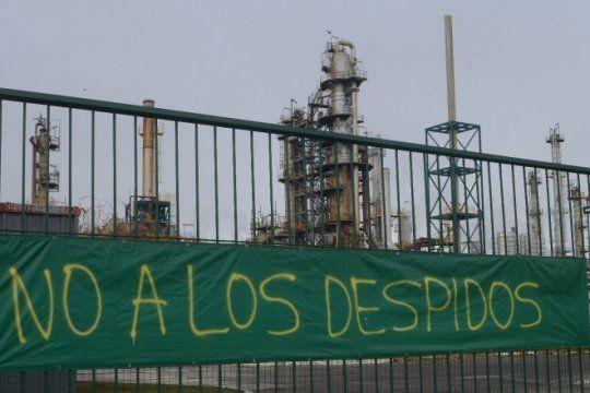 tras el conflicto, los mas de 100 despedidos de la refineria de bahia blanca fueron reincorporados