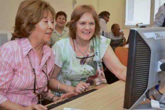 abuelos conectados: conoce de que manera sumarte al programa de alfabetizacion digital para adultos mayores