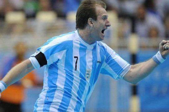 el deporte se rinde a sus pies: andres kogovsek, la leyenda del handball, llego a los 46 anos