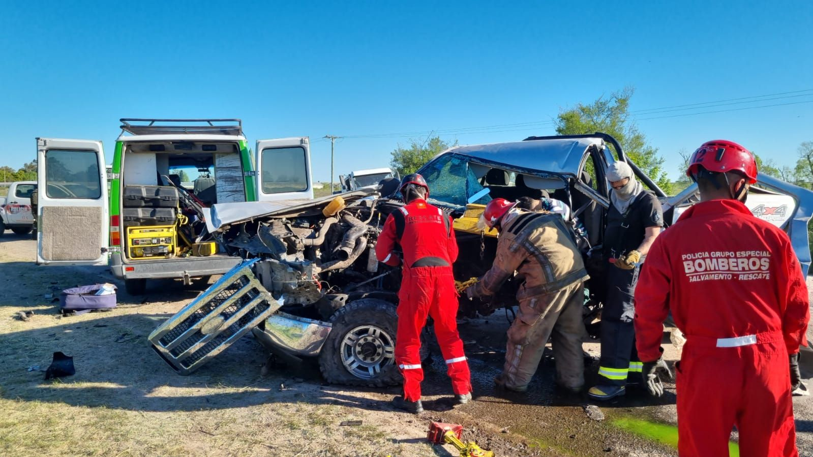 Los bomberos rescataron el cuerpo en ruta 36 al km. 69 de La Plata
