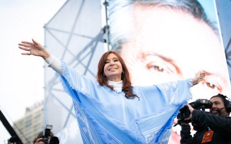 A un día de asumir como vicepresidenta, CFK recordó la polémica por el traspaso de mando en 2015