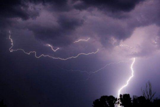 alerta meteorologico en la provincia: tormentas fuertes, con posible caida de granizo y actividad electrica