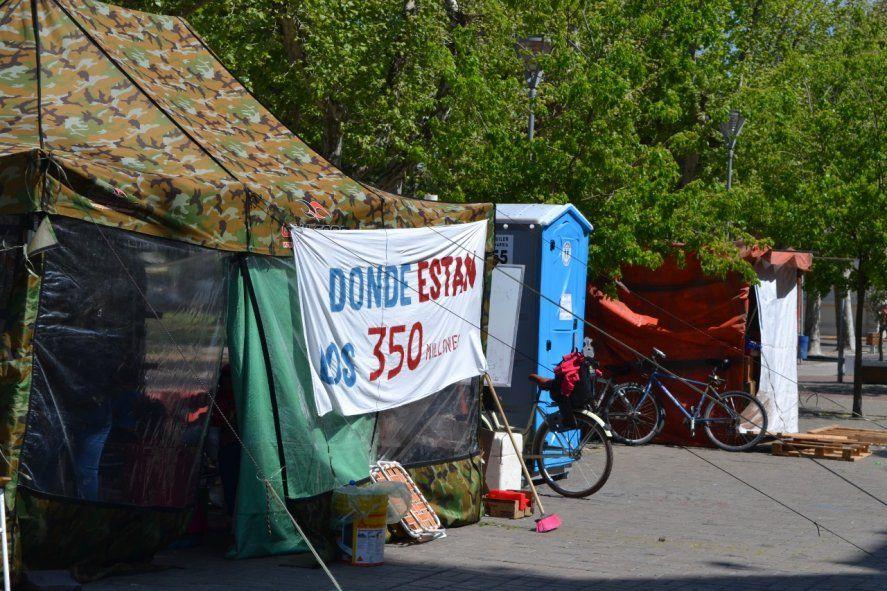 Acampe en Olavarría: a Galli le recuerdan que dejó un déficit de 350 millones de pesos, año electoral mediante.