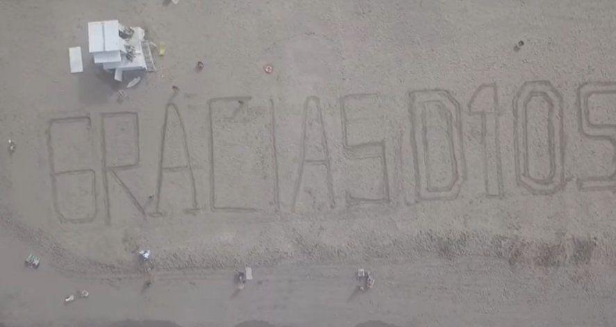 Guardavidas marplatenses despidieron a Maradona