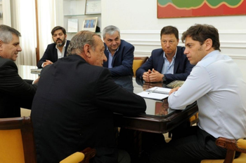 Intendentes Vecinalistas junto al gobernador Axel Kicillof