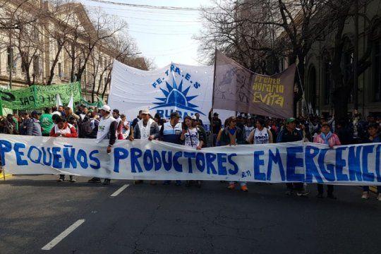 miercoles caliente: multiples protestas y caos vehicular en el centro de la plata
