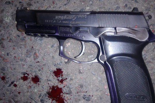El policía de 26 años murió al recibir balazos en la cabeza. No pudo usar su arma